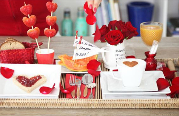 cafe-da-manha-romantico-abrir-janela
