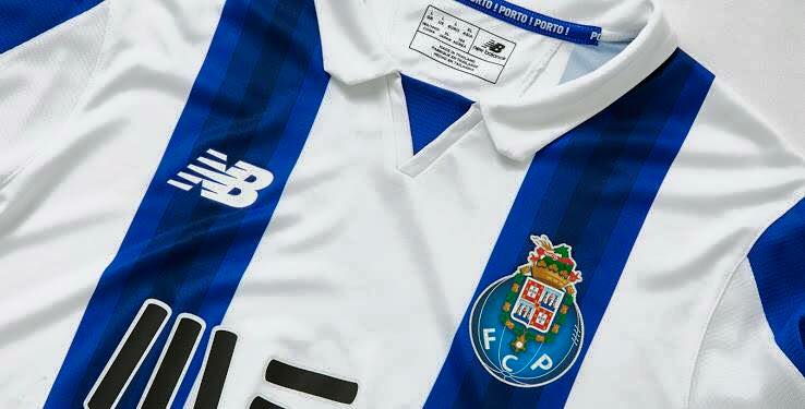 20cf992df Memória Portista  Novas camisolas em equipamentos renovados do FC ...