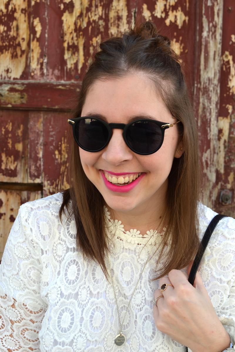 top en dentelle Shein, lunette de soleil Asos, médaille l'atelier d'amaya, rouge à lévre Rose Lancôme