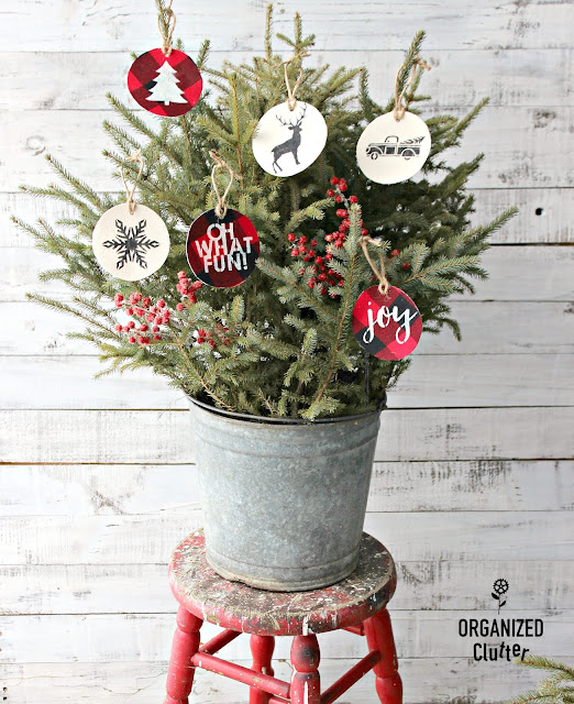 Easy DIY Fabric Stenciled Christmas Tree Ornaments #stencil #plaid #buffalocheck