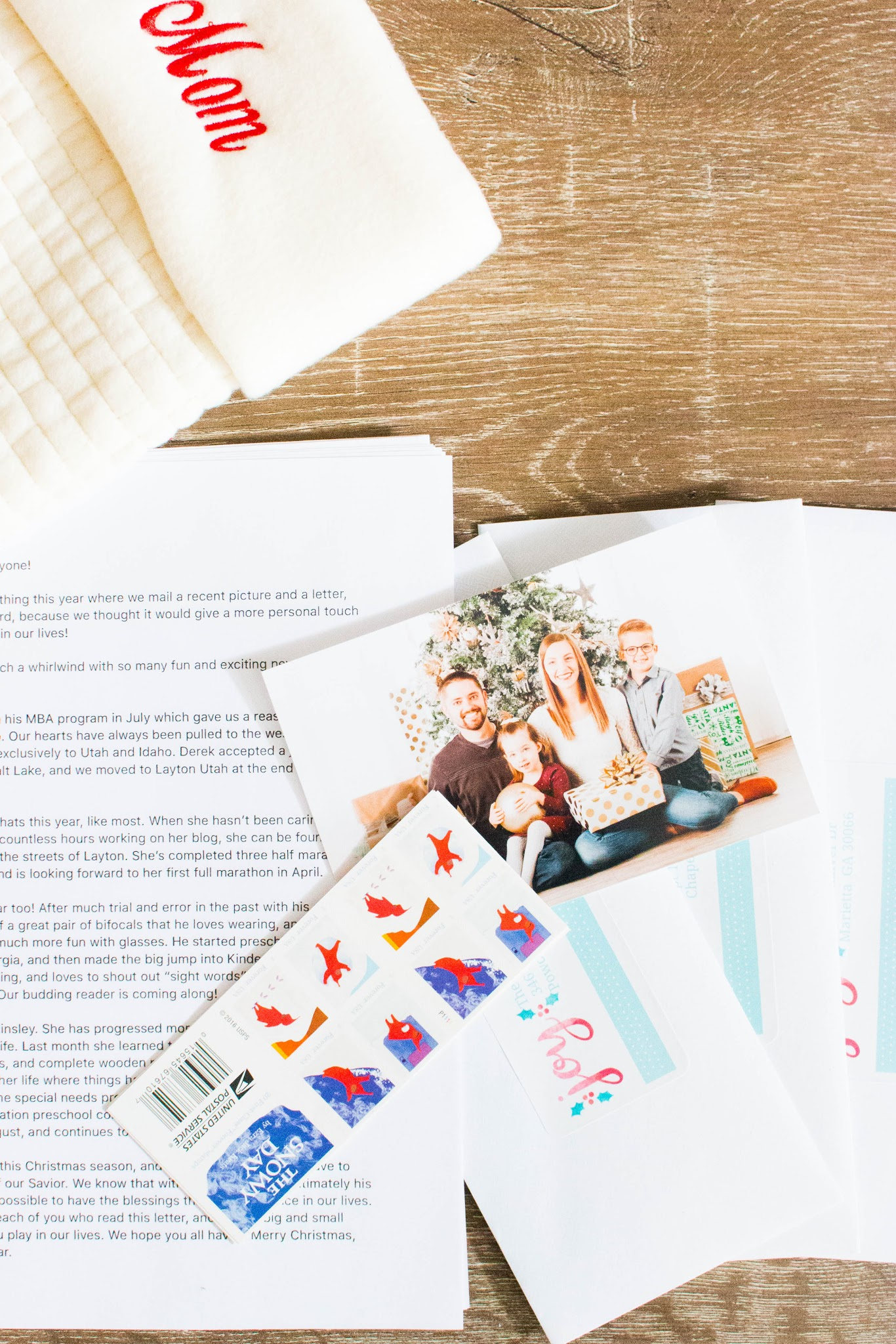 How to save money on Christmas cards. How to save money at Christmas. Saving money for Christmas weekly. Christmas spending tips. Saving for Christmas 2020. Christmas on a budget. Holiday card ideas. How to make cheap holiday cards. #christmas #holiday #cards #family