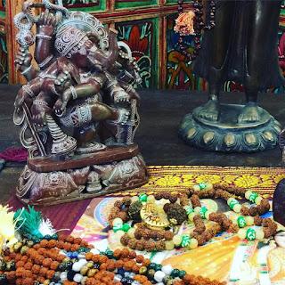 https://www.houzz.com/photos/decorative-objects/seller--era_chandok/p/36