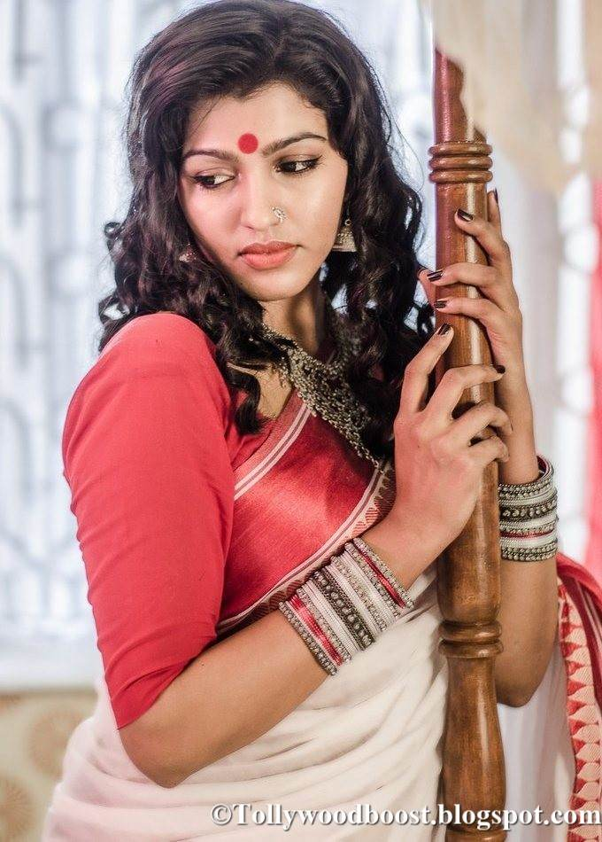 Tamil Actress Dhansika Photo Shoot In White Saree