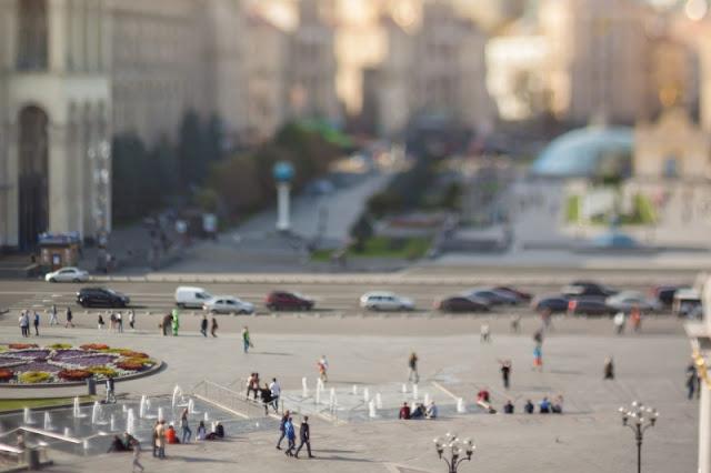Hình người và xe cộ của Kiev, Ucraina được tái tạo như thật