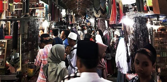 Berburu Aksesoris di Pasar Wisata Makam Sunan Ampel