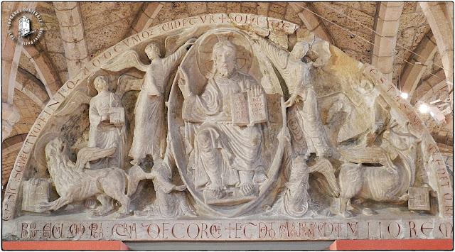 DIJON (21) - Musée archéologique : Tympan du Christ en majesté (XIIe siècle)