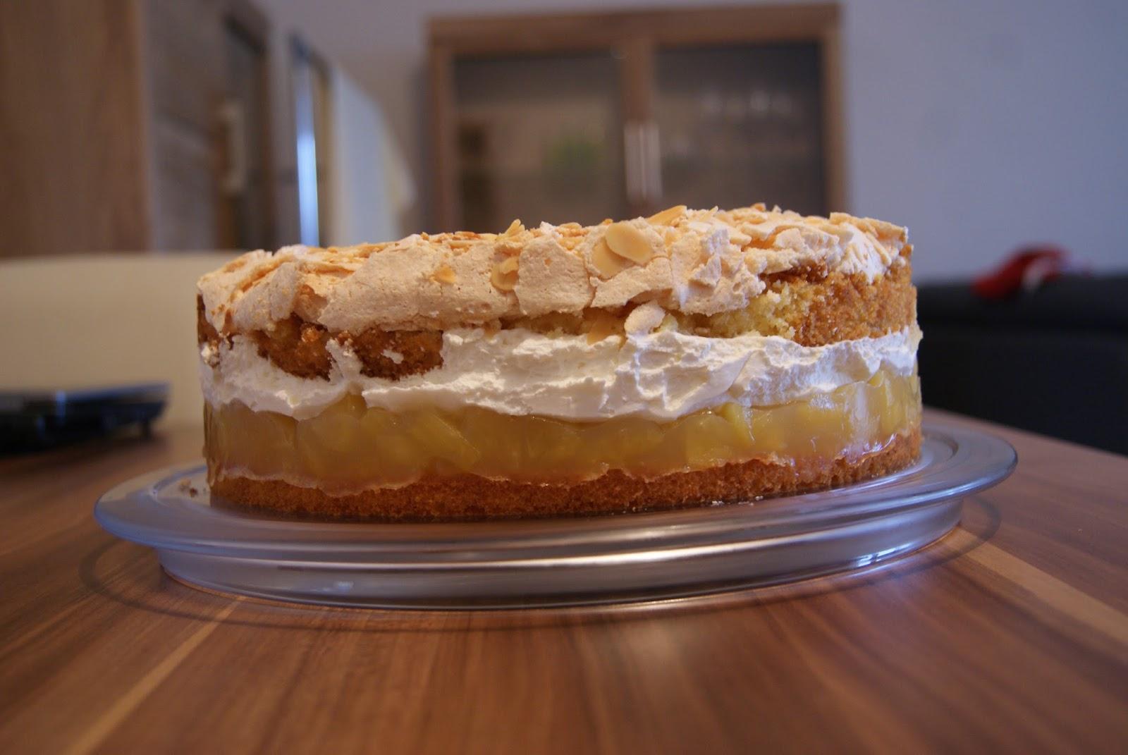 Biscuit And Buttercream Apfel Baiser Torte