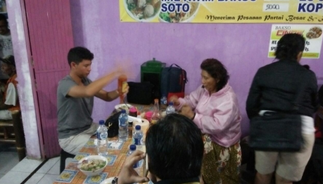 Foto Menteri Susi Menyantap Bakso di Temanggung Viral di Media Sosial