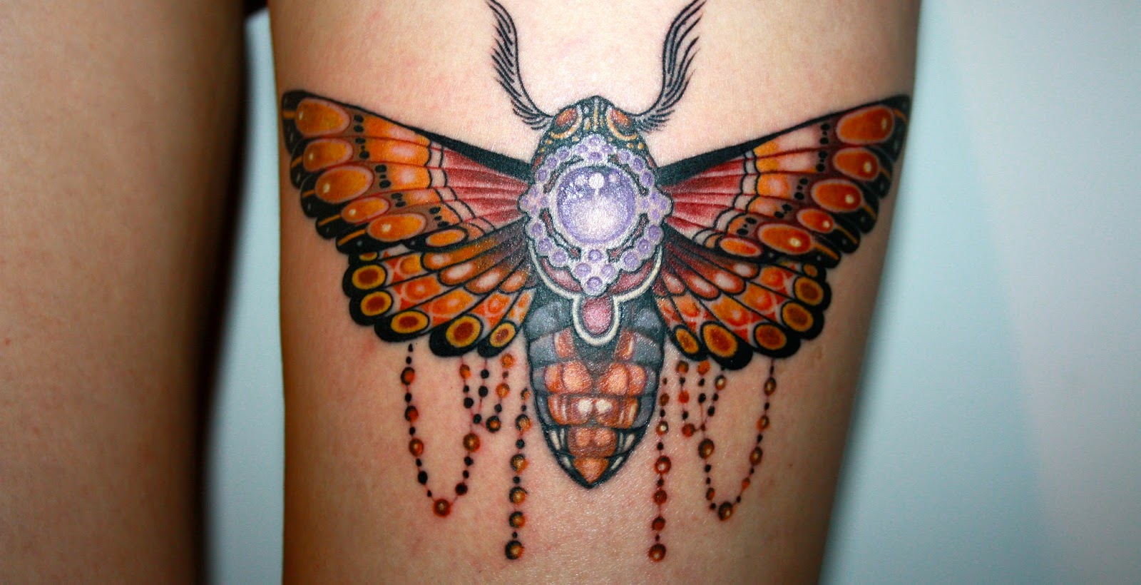 Berlin Allstyle Tattoo Moth Old School inked girls tatted up Luis Orellana