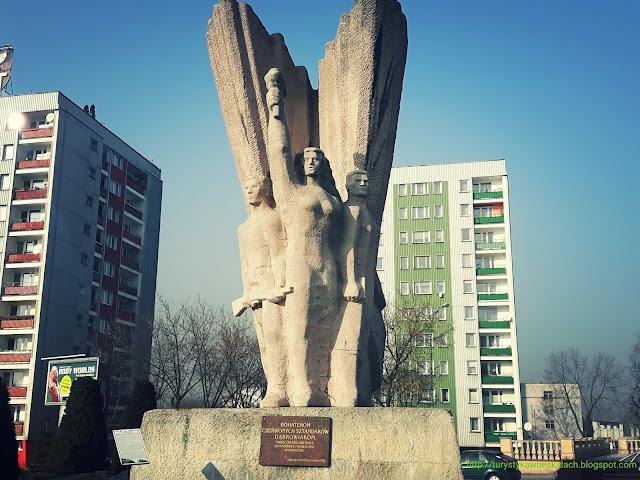 Miłośnicy Gór i Podróży zapraszają do zwiedzania : Pomnik Bohaterów Czerwonych Sztandarów w Dąbrowie Górniczej