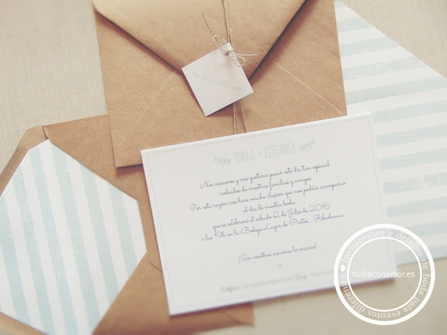 Invitaciones con sobre reciclado kraft y solapa forrada