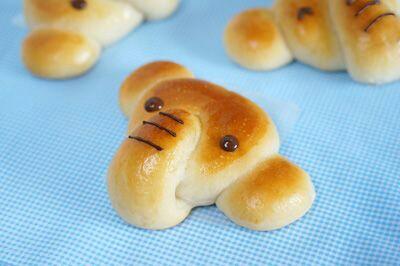 Roti bentuk gajah