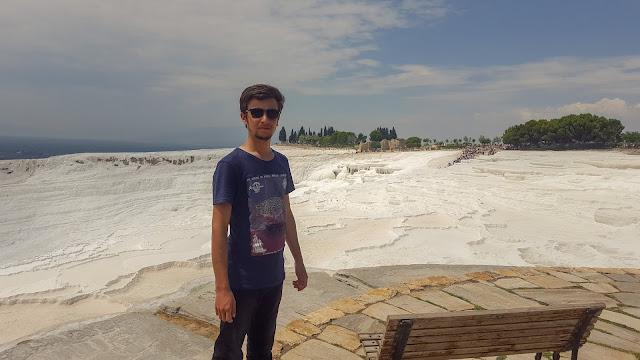 Harun İstenci Denizli'de Pamukkale Travertenlerinde