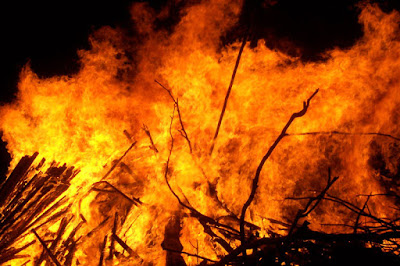api semakin lama semakin membesar,kisah para nabi,nabi ibrahim,islamic story,kisah dan teladan,saat nabi ibrahim di bakar