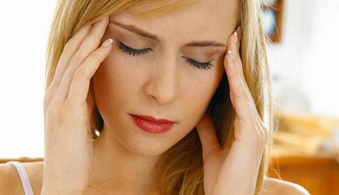 yang menjengkelkan sanggup dipicu oleh kuliner yang dikonsumsi Makanan Penyebab Sakit Kepala