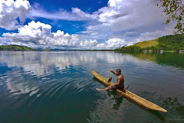 Papua yang kalah terkenal dengan wisata pada papua lainnya ibarat Danau Sentani Yang Memiliki Beragam Keindahan