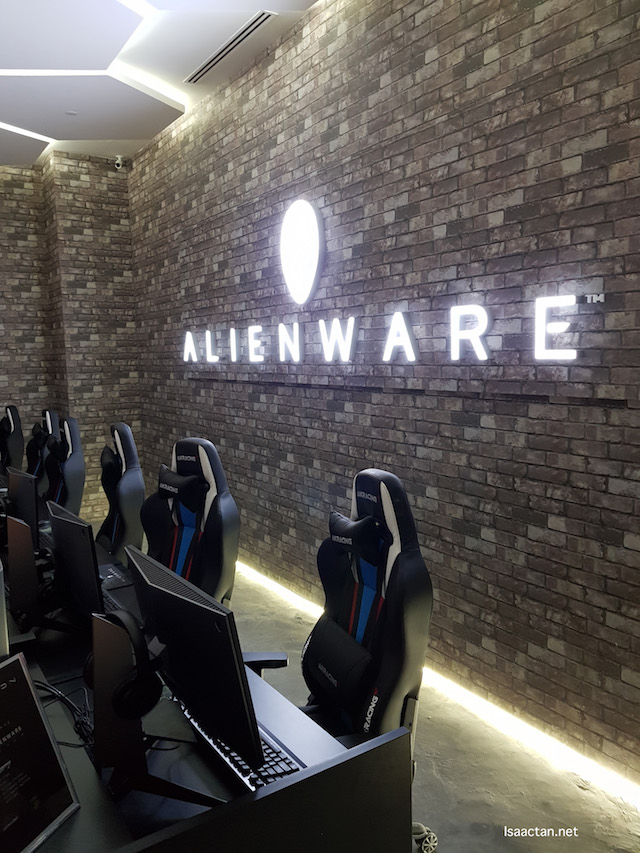 Alienware Experience room, private room for a distraction-free environment for gaming teams who wants to train in private
