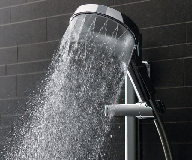 Turn your next shower into an enthralling experience by upgrading to the Aurajet shower head. The halo design is full of small openings that are specially positioned to create a criss-cross pattern that expands coverage without sacrificing water pressure.