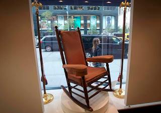 Κουνιστή καρέκλα-πολυθρόνα για βεράντα και μπαλκόνι