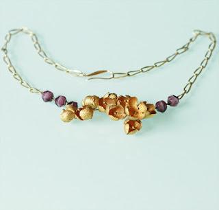 https://www.alittlemarket.com/collier/fr_collier_romantique_amethyste_ancienne_et_fleurs_mordorees_piece_unique_-17600124.html