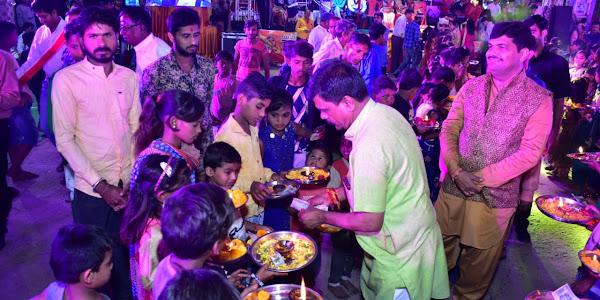 उत्सव समिति प्रांगण में प्रादेशिक समाजसेवीसुरेश चंद पूरणमल जैन ने महागौरी की आरती का लाभ लिया