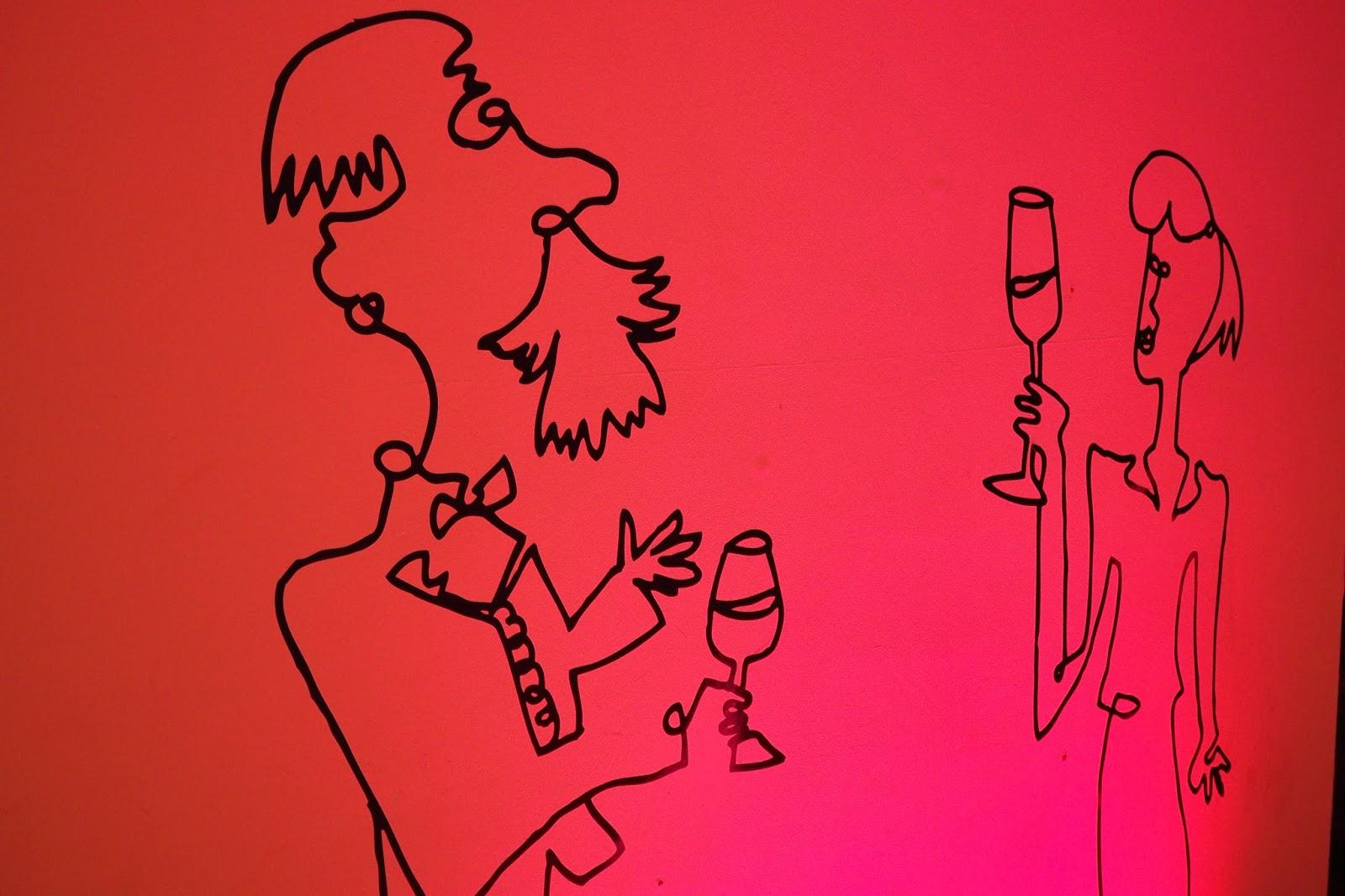 Vinopolis wine logo