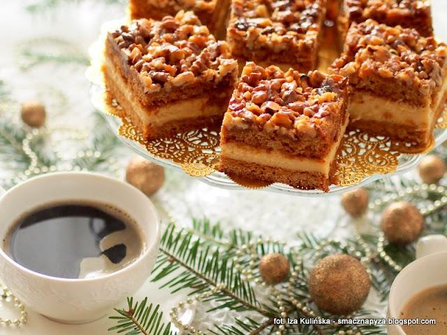 ciasto z orzechami i budyniem, budyn, krem budyniowy, orzechy w karmelu, orzechy wloskie, ciasta swiateczne, ciasto przekladane kremem