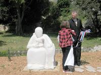 Kamena skulptura Starica i koza, Dol slike otok Brač Online