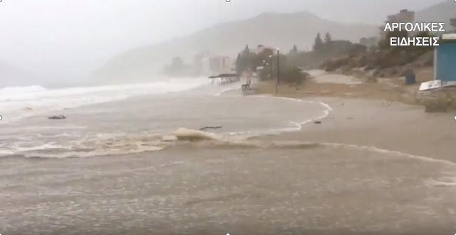 """Μανιασμένο το πέρασμα το κυκλώνα """"Ζορμπά"""" και από το Τολό (βίντεο)"""
