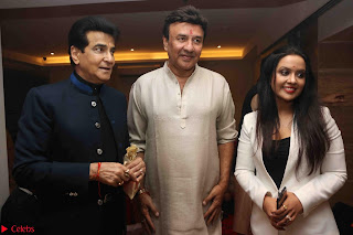 Sachin Tendulkar with his wife at Mata ka Jagrata hosted by Anu Malik 30.JPG