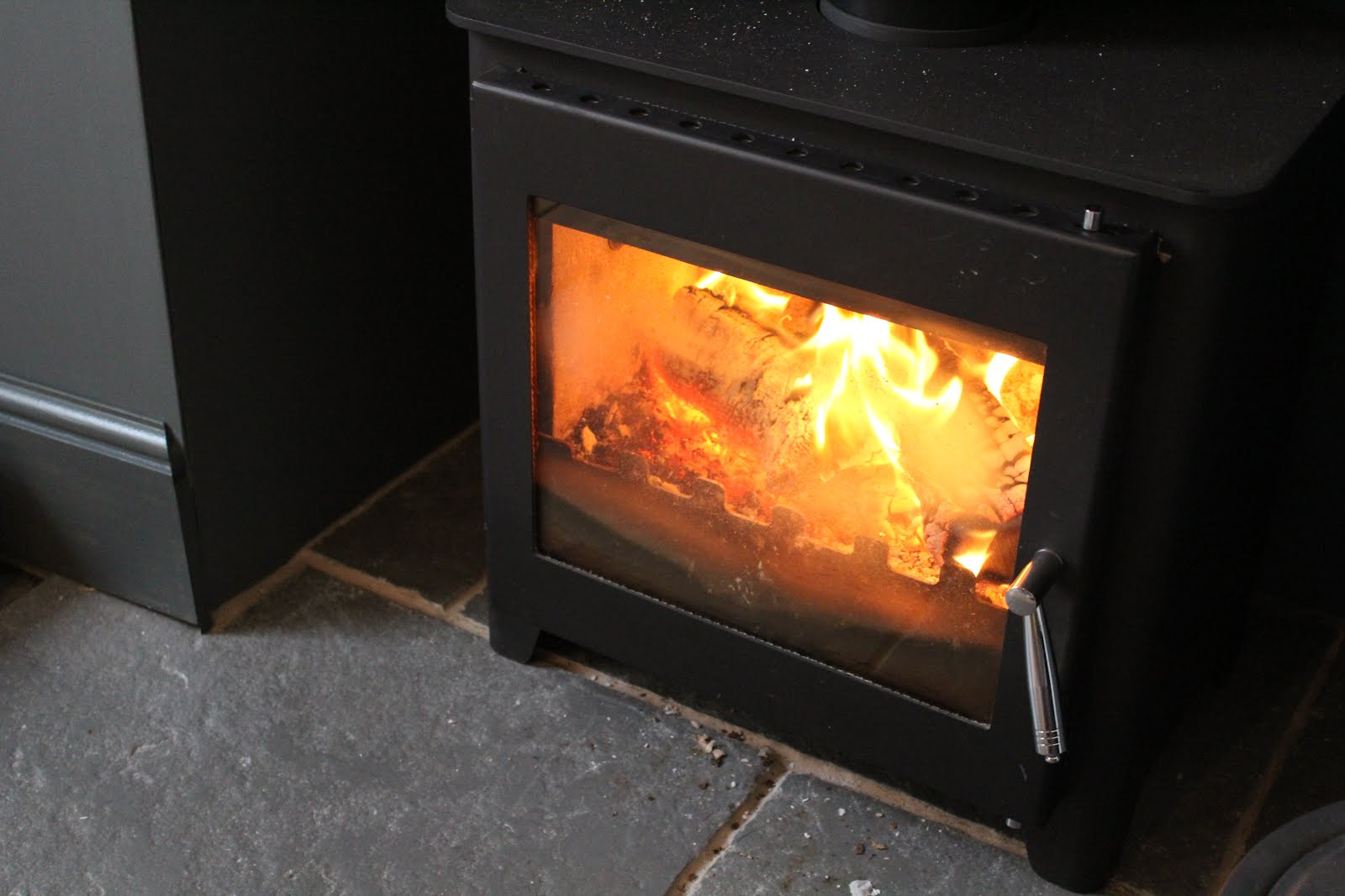 Saltfire st3 from cast fireplaces