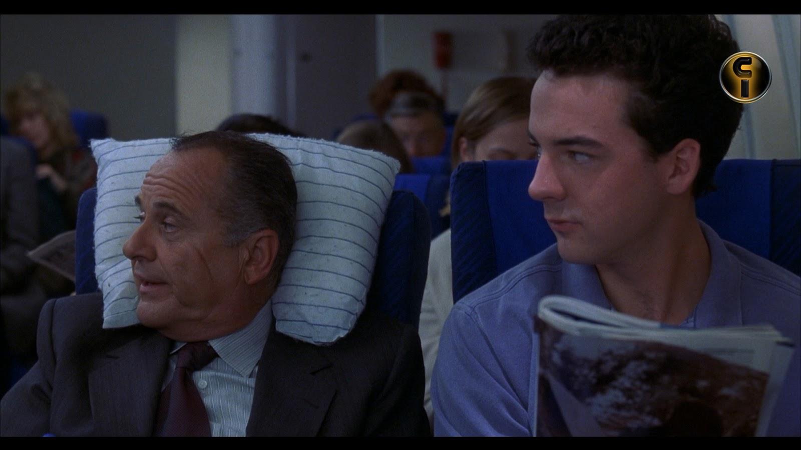 """Twilight Time lanzó al mercado americano la edición limitada (sólo 3.000  copias) en edición blu-ray del film del año 1997 """"8 Heads In A Duffel Bag""""  (""""8 ... dd83601b53"""