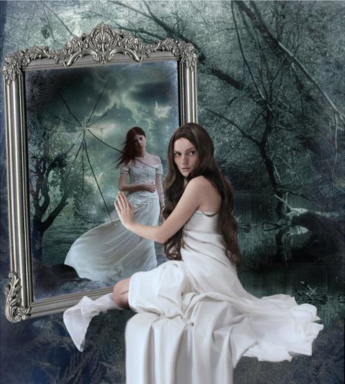 La ragazza che scriveva troppo mi guardo allo specchio e - Specchio che si rompe da solo ...