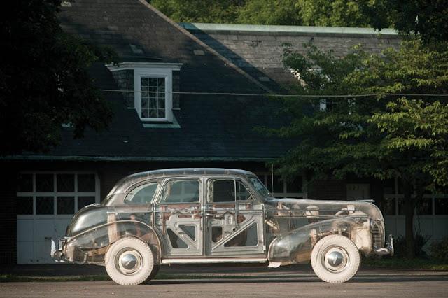 Автомобиль Pontiac 1939 года из плексигласа