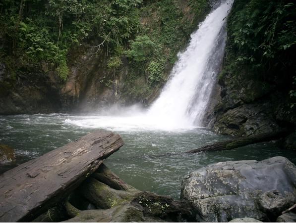 air terjun balangdaras adalah sebuah air yang terletak 25 km dari kota pelaihari tanah laut kalsel tepatnya di desa tanjung