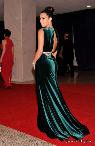 Vestido festa longo e verde veludo, Kim Kardashian