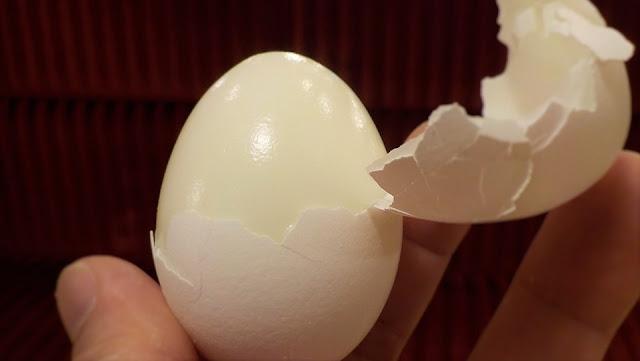 Image: Peeling Hard Boiled Egg, by Happyrich358 on Pixabay
