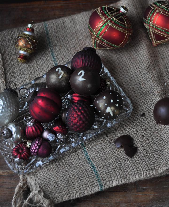 DIY Adventskalender aus selbst gegossenen Schokokugeln