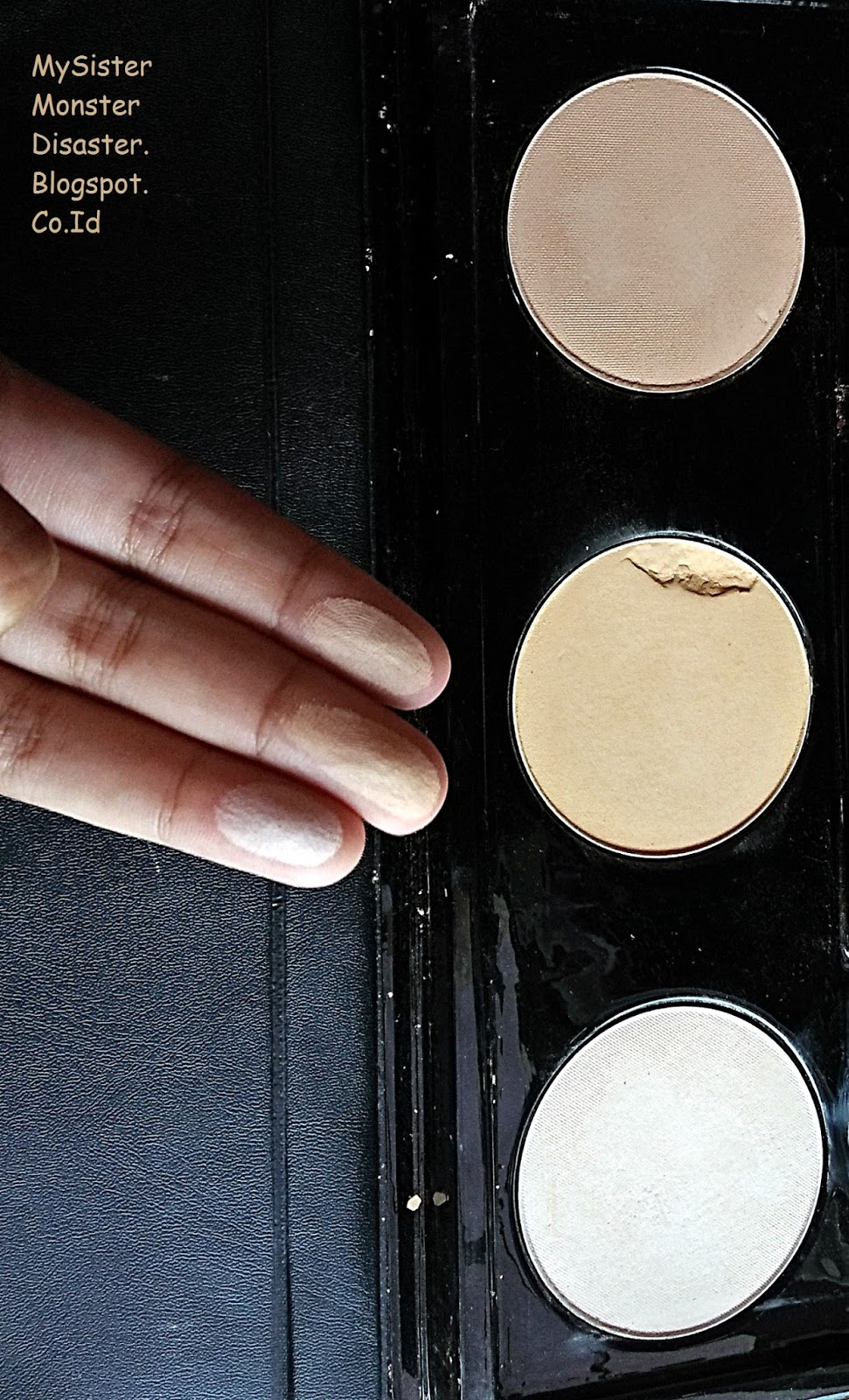 (REVIEW) Wardah Spesial Edition Makeup Kit