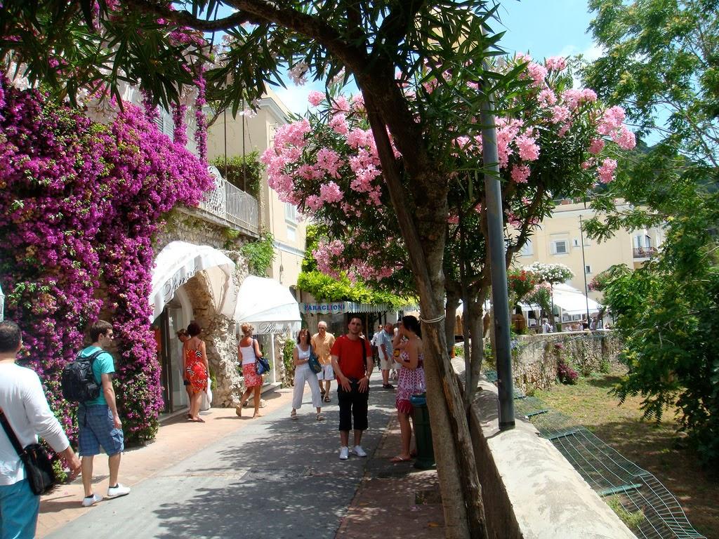 Ruas de comércio em Capri