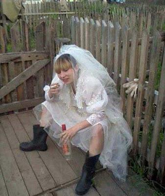 Lustige Hochzeits Braut Bilder - Wodka trinken nach Trauung