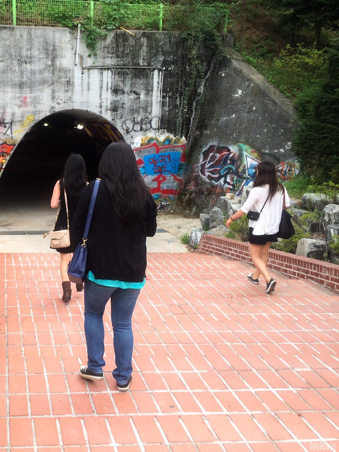 Seoul, Korea - Summer Study Abroad 2014 - Sinchon Edae Graffiti Tunnel entering