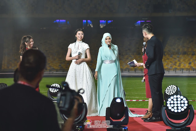 Priscilla Abby and Nabila Razali singers performed the theme song 'Cahaya Juara' at Lee Chong Wei : Rise of the Legend 李宗伟 败者为王