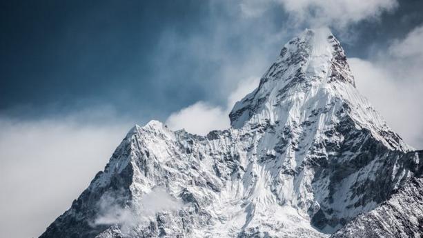 Fenomena Mengejutkan Ketika Es Di Gunung Mencair