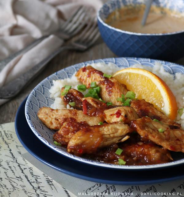 pierś z kurczaka na ostro, soczysta pierś z kurczaka w pikantnym sosie, kurczak z ryżem, co zrobić z piersi kurczaka, daylicooking, kurczak na obiad