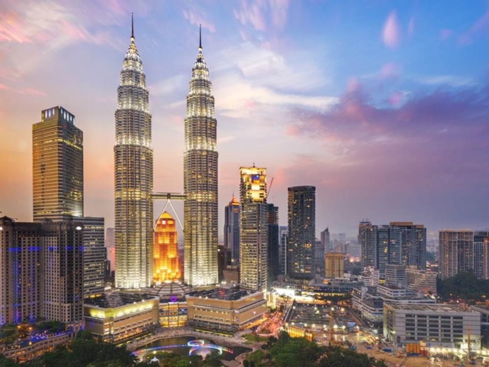 بُرجا بتروناس التوأم؛ تحفة معمارية من ماليزيا !