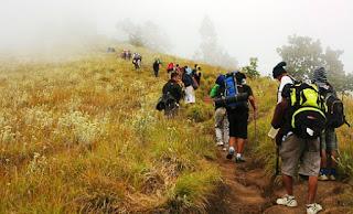 Saat Barujari Meletus, Ada 389 Wisatawan Berada diatas Gunung