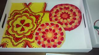 bandeja pintada a mano con agarradera circle granny crochet