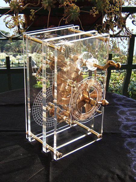 Una reproduccion de lo que es el mecanismo de Antikythera