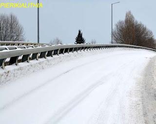Η κυκλοφορία των οχημάτων, λόγω χιονόπτωσης-παγετού, διεξάγεται μόνο με τη χρήση αντιολισθητικών αλυσίδων: